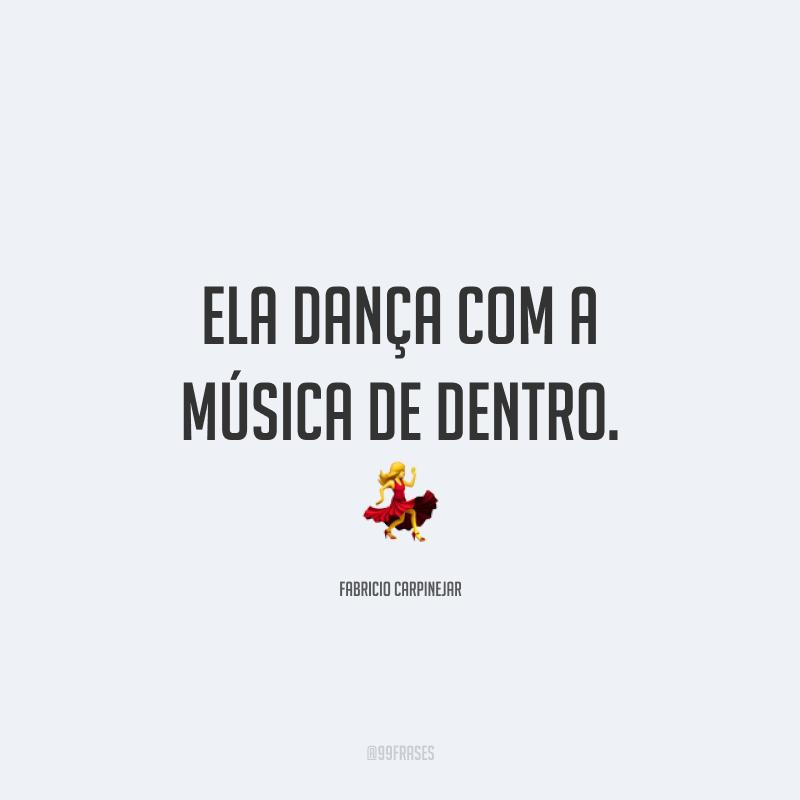 Ela dança com a música de dentro. 💃