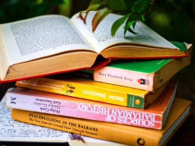60 frases de livros que vão te inspirar para novas leituras!