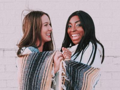 50 frases para amiga-irmã que mostram que vocês são inseparáveis