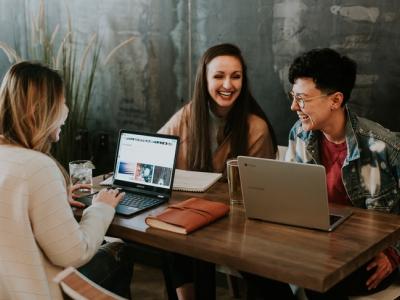 30 frases para amigo de trabalho que aproximam as relações
