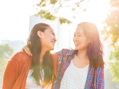 60 frases para irmã que mostram a parceria que vai além do sangue