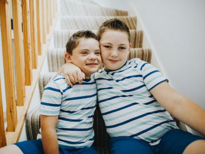 40 frases para irmão mais novo que mostram que você ama seu caçula