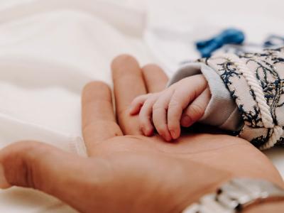 30 frases para pai de primeira viagem alegre de ver a família crescendo