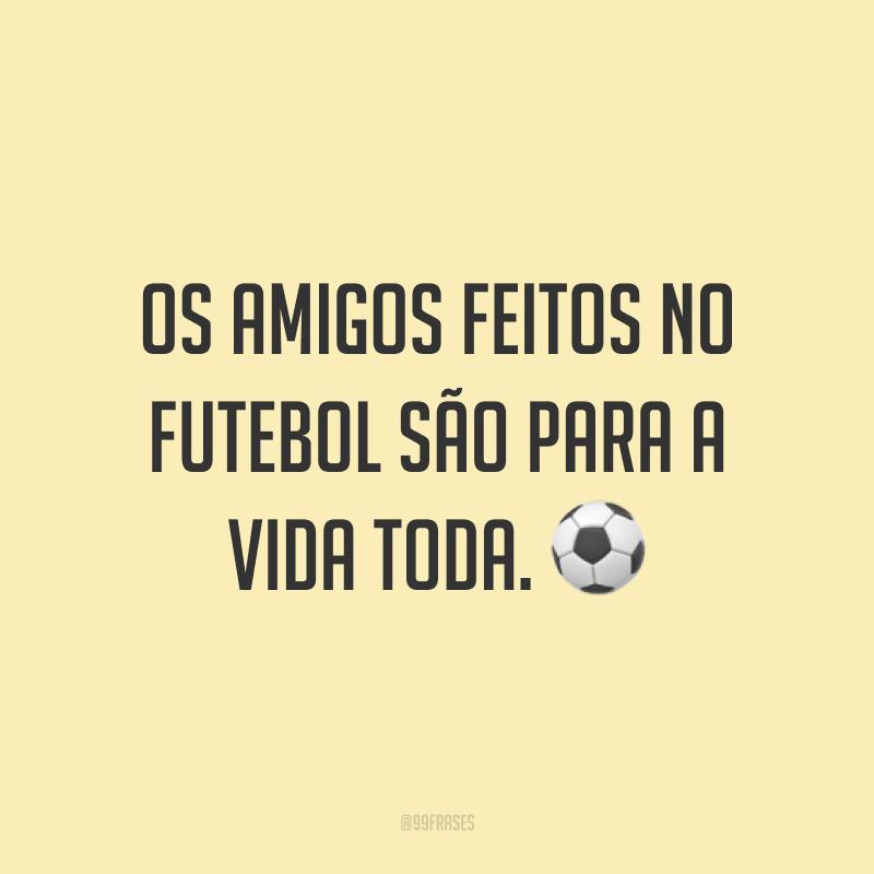 Os amigos feitos no futebol são para a vida toda. ⚽